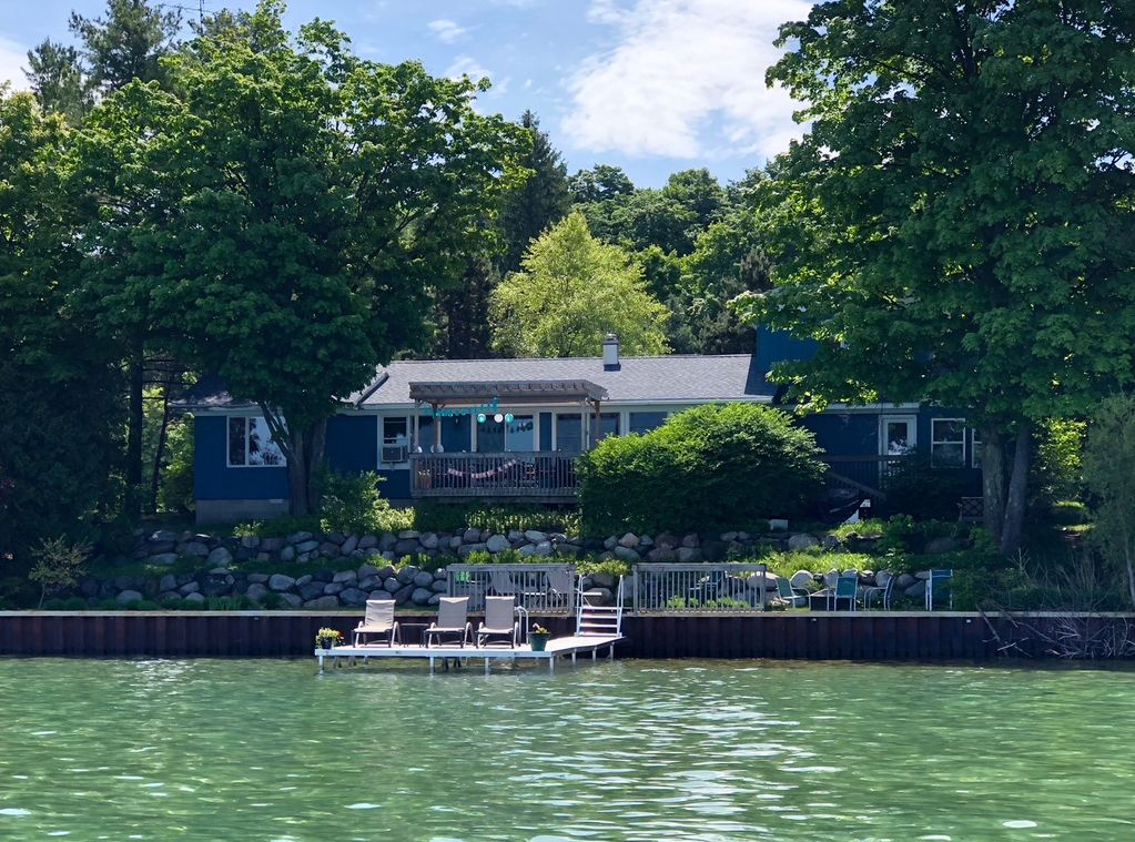 Cabin rental on the lake in Michigan